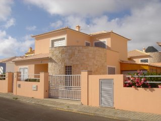 House with pool, barbecue, 4 bedrooms sleeping, air conditioning in the room an