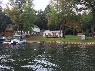 2 bedroom cottage on LAKE George , boating and fishing on all sports lake