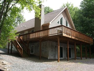Special Rates for Mar-Apr! Spacious Chalet w/Pool table & 70' TV in the Hideout