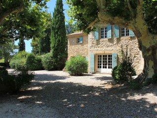 Alpilles, le charme d'un grand mas provençal, parc 1,5ha, piscine sécur.  6 ch.