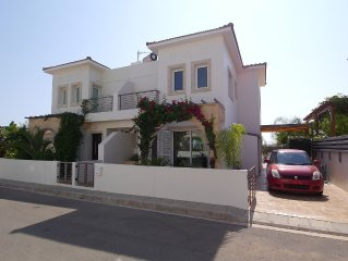 Luxury Family Focused Villa - 5 minute walk to the beach with HEATED POOL