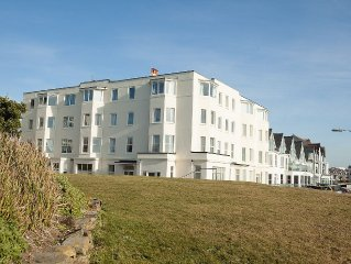 Bude Penthouse Apartment with Panoramic Sea Views & direct unbroken beach access