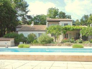 Mooi Provencaals huis met prachtige tuin in een bosrijke omgeving nabij de kust