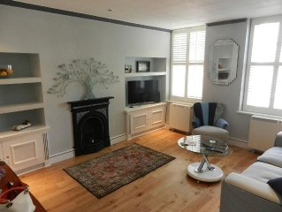 Fabulous one double bedroom flat in garden setting by the river in Battersea