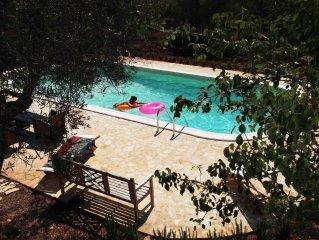 Magnifique trullo avec 3 chambres, 3 salles de bai & piscine privee sur 1,2 ha