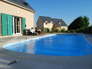 Luxurious new house on Omaha Beach golf course, private heated pool