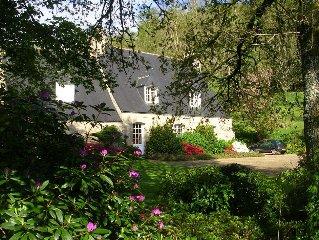 Une vaste demeure pour 6 a 8 personnes dans un grand  parc arbore