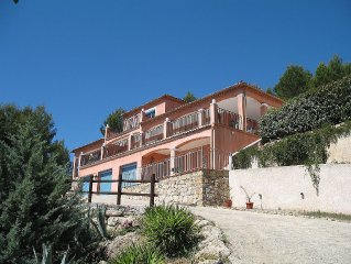 Superb modern villa, heated private pool, views for 15 miles, 5 mins Draguignan