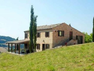Villa with private heated pool and spectacular views of the Italian countryside