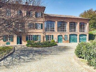 Splendida villa di fine ottocento sulle colline delle langhe e monferrato.