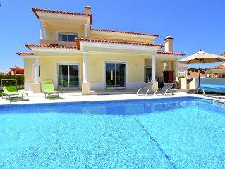 Villa Pluma Rosa, Private Heated Pool, WiFi, Walk to the Beach, Golf & Tennis
