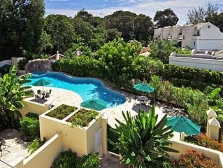 4 Bed/4 Bath Townhouse, Pool, Spa & Gym.  Great Location 1 Minute Walk to Beach