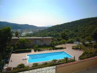 Magnifico appartamento con piscina, soleggiato e immerso nel verde