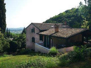 Appartamento immerso nel verde a 7km dal Lago di Garda a Caprino veronese