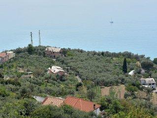 L 'farmhouse overlooks the Gulf of Tigullio between Portofino and Sestri Levante