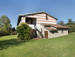 Historic farmhouse In Franciacorta, the woods, vineyards and ancient cellars.
