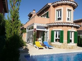 Superb Luxury Villa Private Pool and Magnificent Communal Pool, Superfast WiFi