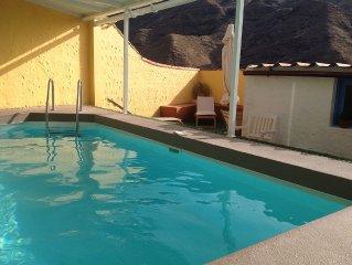 'LOS VEROLES' con piscina climatizada, vistas a la montaña, tranquilidad y wifi.