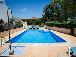 Great family house with pool, garden, roof terrace, wifi. Set up for cyclists.
