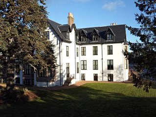 Quality River Front Apartment In A Refurbished Listed Building in Ballater