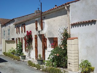 Beautifully Restored House 30 minutes from a long sandy beach and La Rochelle.