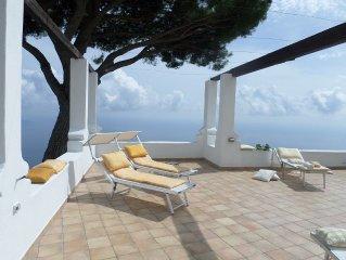 Stilosa ed Elegante Villa con Terrazzo e Solarium Vista Mare