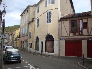 Maison 75m2, avec garage. Renovee,  climatisee, situee Centre Ville de Cahors