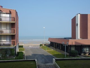 To rent, apartment 2 rooms, direct access to the sea