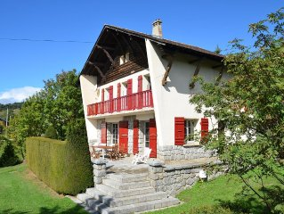 CHALET on large grounds, 12 persons, living room and terrace overlooking the mo