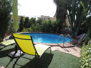 Fantastic House with swimming pool, wide garden and private car park.