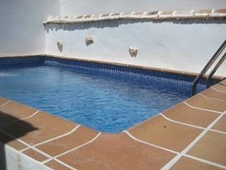 Townhouse In Central Location With Private Pool