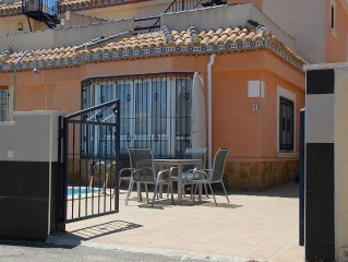 Large villa with private pool and 3 bedrooms, calm and central location