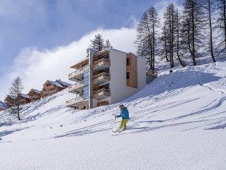 Chalet design & luxe au pied des pistes avec superbes vues montagne, spa, sauna