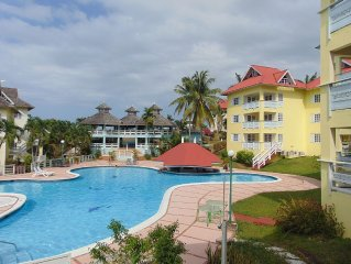 Ocho Rios luxury apartment minutes from the main town with good transport links.