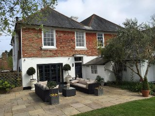 Luxurious Listed Farmhouse , In The Heart Of The Kent/ East Sussex with Hot Tub