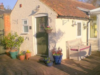 Pretty cottage studio set in lovely countryside close to the Heritage coast