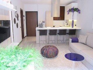 Appartement Camelia 13 ligt direct aan het Comomeer.