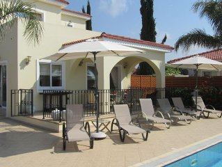Luxury villa, sea view, gated pool, WiFi, UK TV, prices reduced by up to £200pw