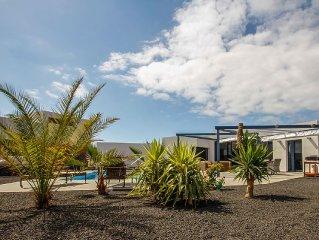 Villa de standing  LAJARES 'wifi,piscine et jacuzzi >