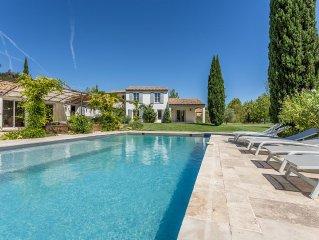 Belle maison contemporaine à vivre en Provence avec grande piscine, campagne