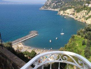 Dimora tipica con terrazzo vivibile e vista aperta sul Golfo di Napoli e Vesuvio