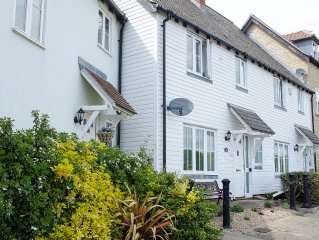 Waterfront Cottage In The Lovely Village Of Rowhedge, Near Mersea Island