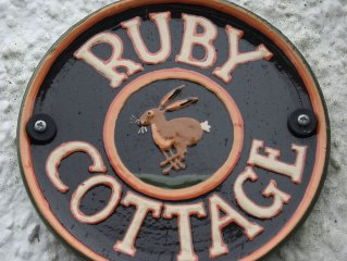 Charming cottage, open fire, close to forest walks and 7 Stanes Mountain Biking