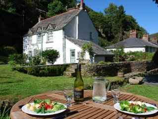Charming Stream Side Cottage, Boscastle