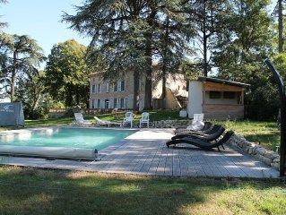 Maison de caractère XVIIIe siècle sur un parc avec piscine et cèdres centenaires