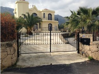 Breathtaking Luxurious Villa with private pool- sea-mountain views & latest WIFI