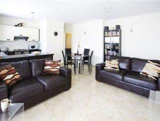 Luxury Penthouse Apartment. Free WI-FI and UK TV. Pool. Large veranda. Air Con.