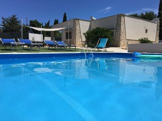 Holiday Villa, enjoy your holiday in the pool or in the beautiful Jacuzzi
