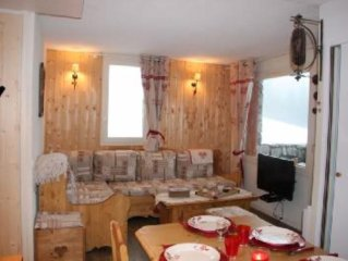 50 sq. m apartment with balcony in a convenient location at Valmorel.
