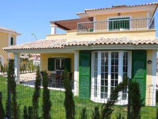 Neu! Traumhaft schöne Villa mit Garten, Meeresnähe, Klima, WiFi, Poolanlage